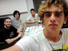 A face de quem perdeu todas as propriedades no Monopoly.