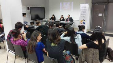 Andressa Lopes, Rafael Firpo e Esther Amábile (moderadora)